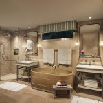 Pivoine - Ensuite Bathroom © Belmond Afloat in France