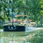Barge cruising © Après Tout